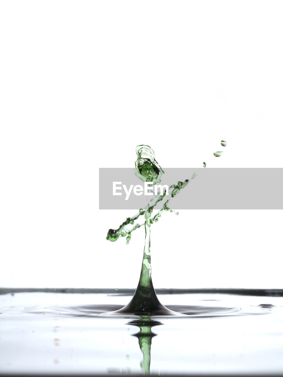 studio shot, white background, water, splashing, copy space, waterfront, motion, drop, indoors, no people, nature, close-up, reflection, falling, purity, water surface, rippled, high-speed photography