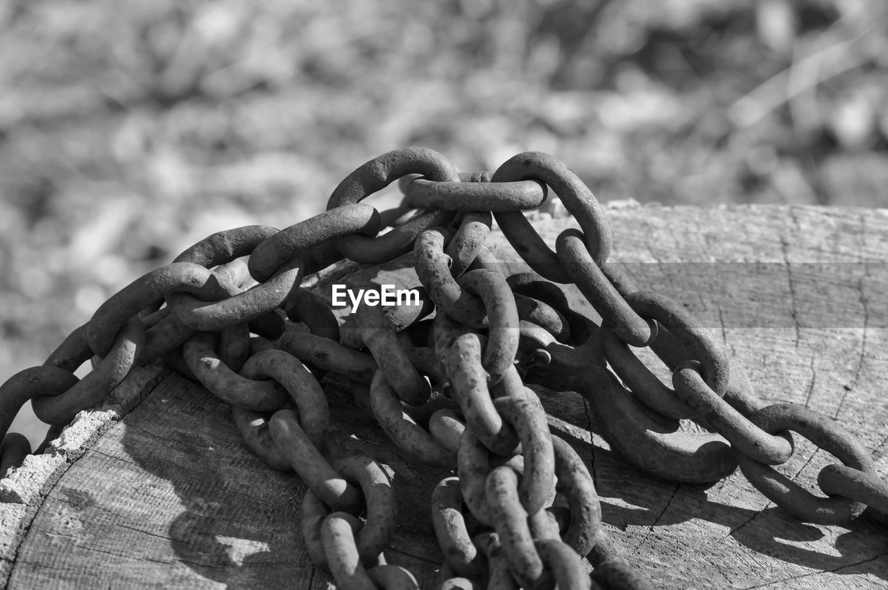 chain, strength, no people, close-up, metal, large group of objects, outdoors, tied up, day