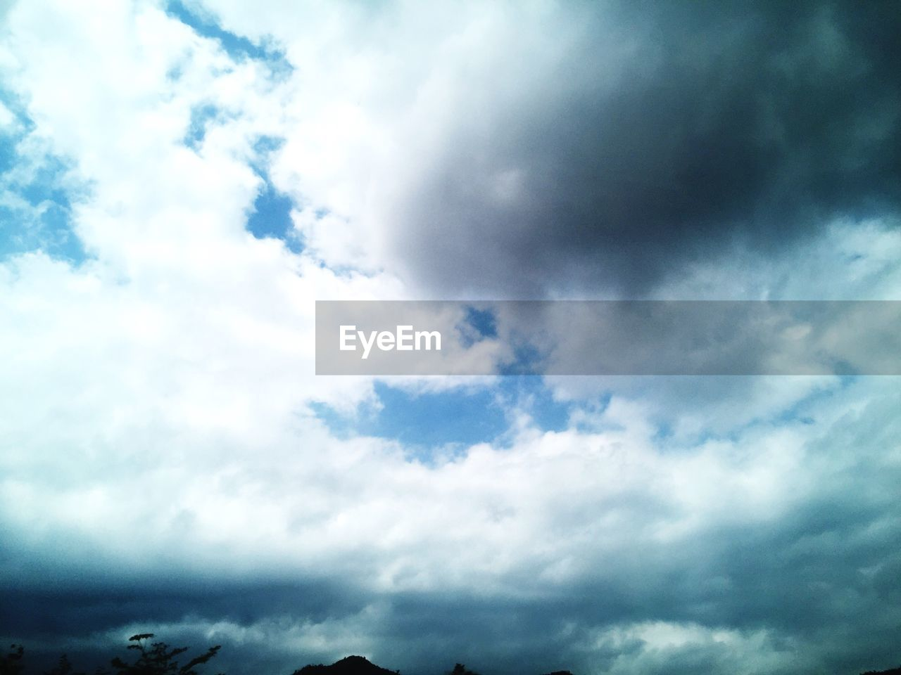 cloud - sky, sky, nature, beauty in nature, low angle view, cloudscape, scenics, no people, day, tranquility, outdoors, tranquil scene, backgrounds, sky only