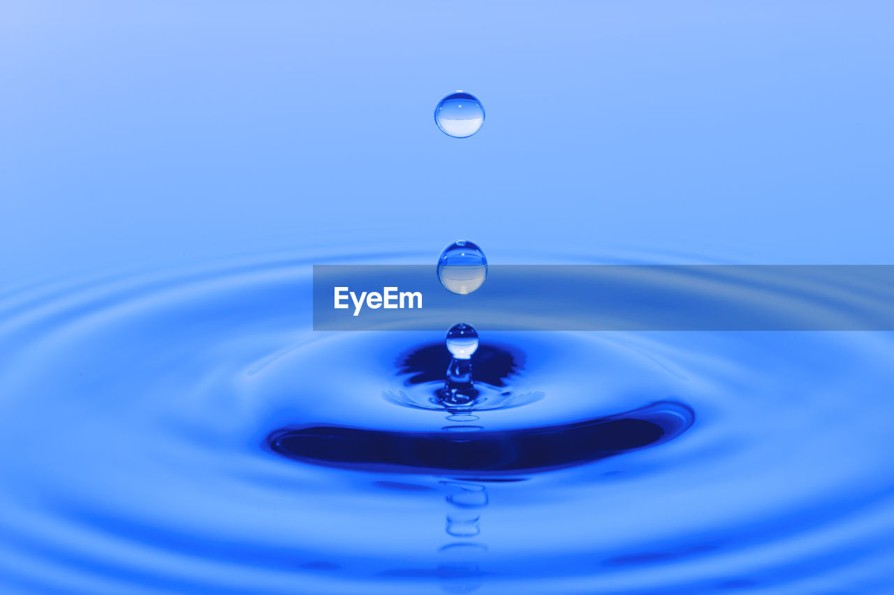 drop, blue, water, close-up, splashing, motion, indoors, falling, no people, purity, rippled, nature, studio shot, waterfront, splashing droplet, refreshment, reflection, selective focus, geometric shape, purple, high-speed photography, clean, concentric, blue background