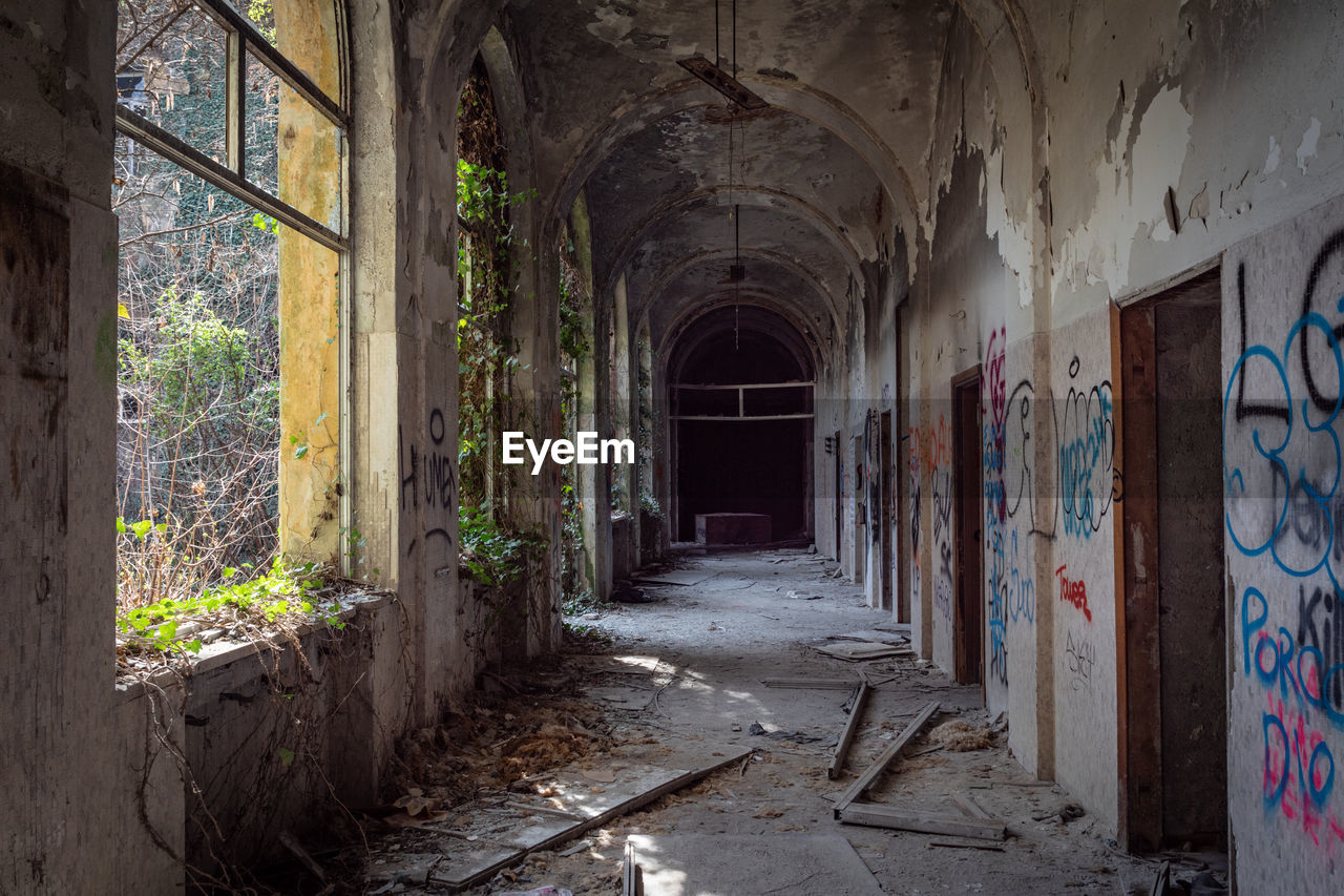 architecture, abandoned, building, built structure, damaged, no people, indoors, corridor, history, empty, run-down, arcade, deterioration, day, decline, obsolete, weathered, bad condition, the past, direction, arch, messy, ruined, dirty, ceiling, architectural column