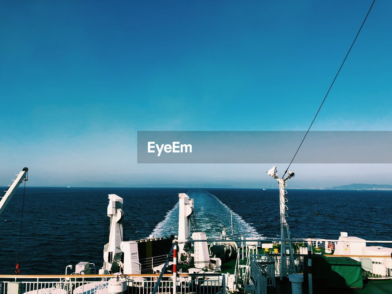 sea, water, sky, horizon over water, horizon, blue, transportation, day, nature, beauty in nature, nautical vessel, mode of transportation, architecture, built structure, scenics - nature, outdoors, no people, copy space, sunlight