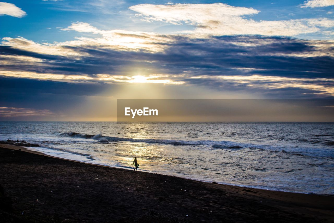 sea, sunset, water, beach, nature, beauty in nature, scenics, sky, cloud - sky, shore, horizon over water, sunlight, tranquil scene, tranquility, sun, outdoors, sand, wave, silhouette, no people, day