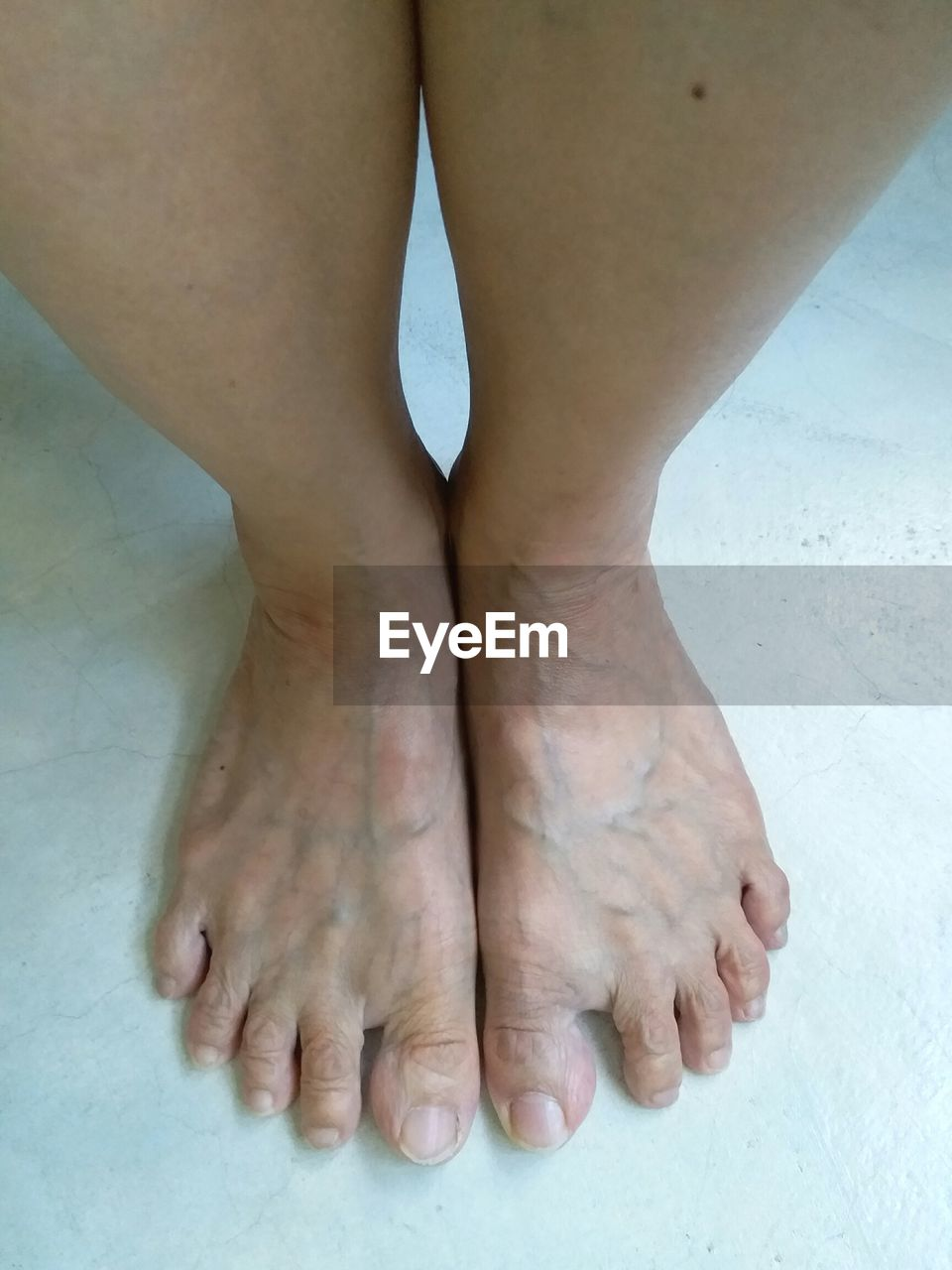 barefoot, low section, real people, one person, human leg, human body part, human foot, high angle view, close-up, indoors, human skin, men, standing, lifestyles, day, human hand, adult, people