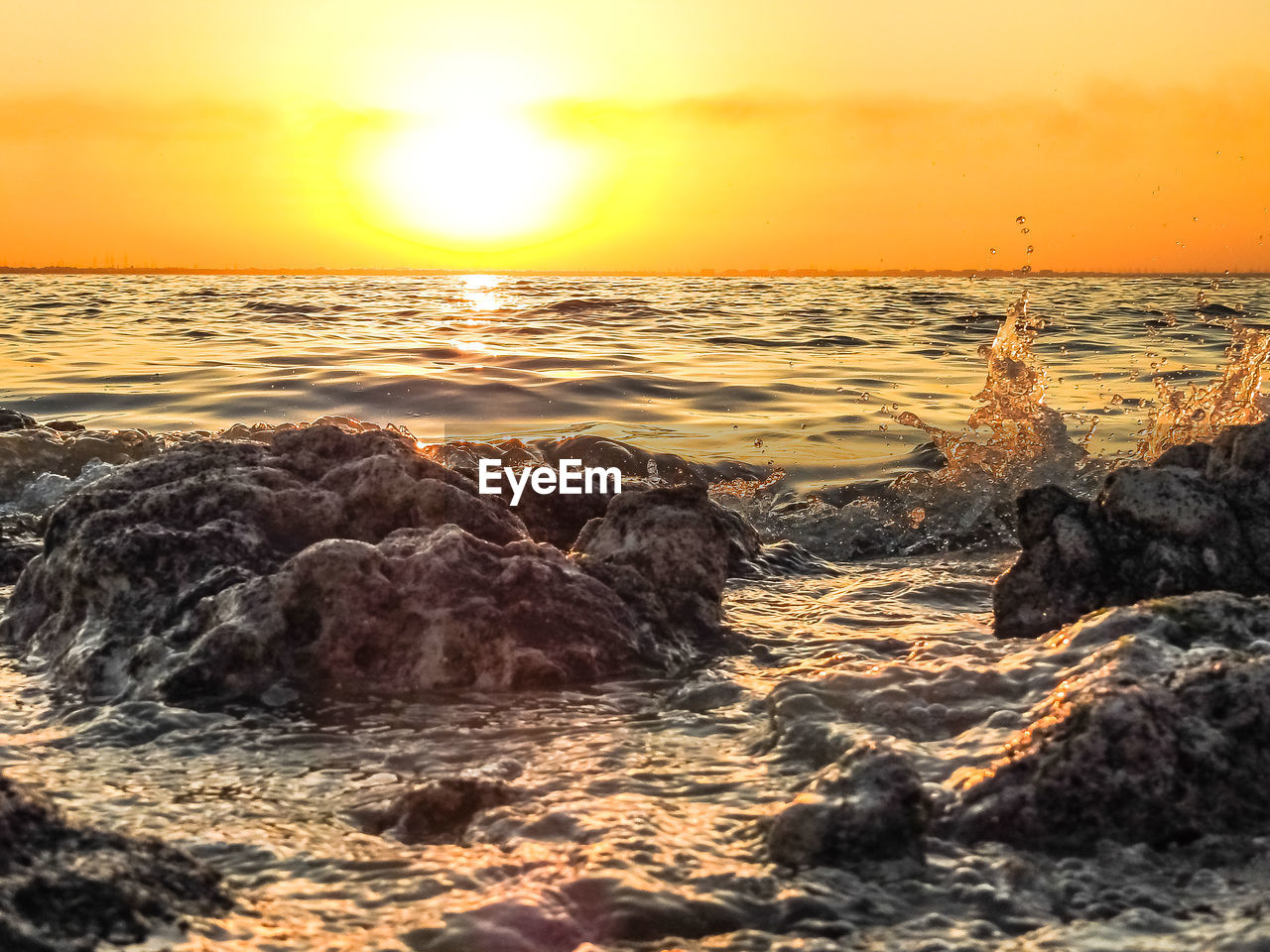 sunset, sea, sun, beauty in nature, nature, orange color, scenics, horizon over water, water, sunlight, tranquil scene, tranquility, sky, no people, beach, wave, reflection, outdoors, close-up, day