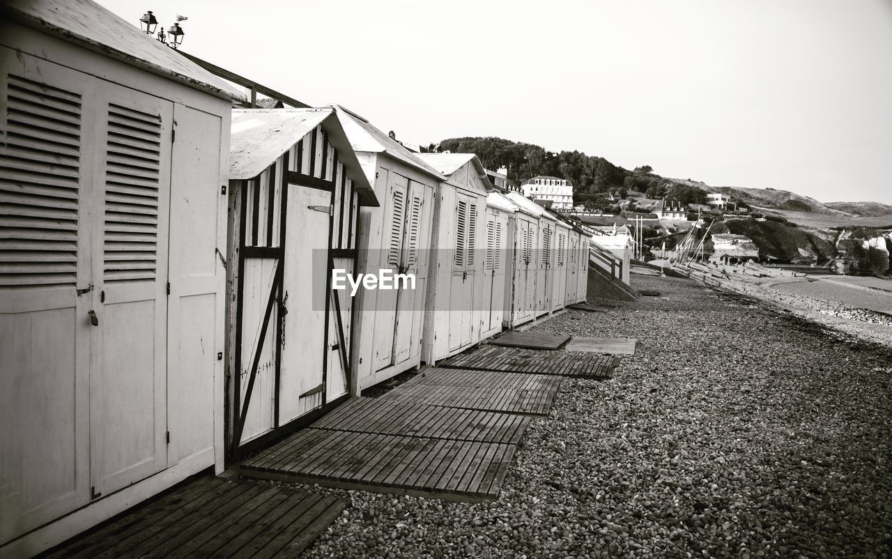 built structure, building exterior, sky, architecture, clear sky, building, nature, day, house, direction, no people, the way forward, outdoors, footpath, residential district, city, hut, copy space, in a row, beach hut