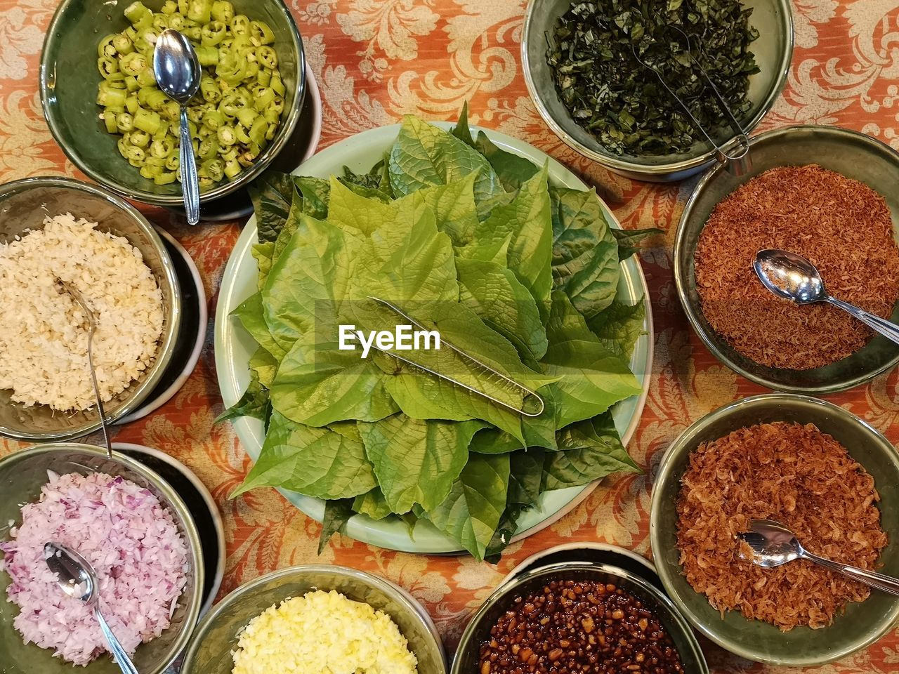 HIGH ANGLE VIEW OF VEGETABLES IN BOWL