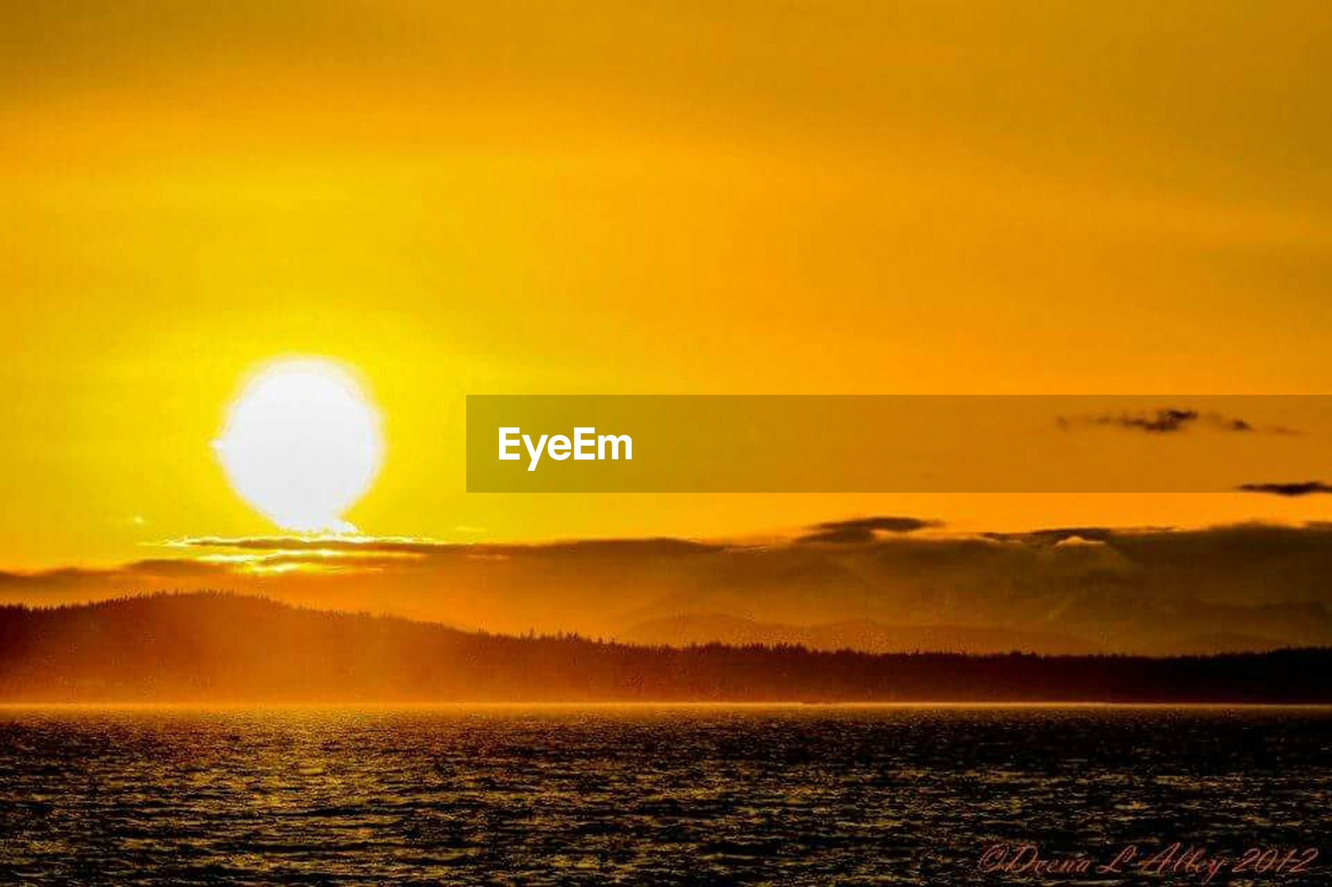 sunset, scenics, sun, tranquil scene, water, beauty in nature, tranquility, orange color, waterfront, idyllic, sky, nature, sea, reflection, mountain, silhouette, sunlight, outdoors, lake, non-urban scene