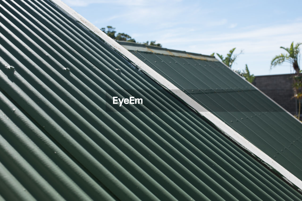 roof, day, solar panel, solar energy, built structure, outdoors, no people, solar equipment, corrugated iron, sky, architecture, close-up