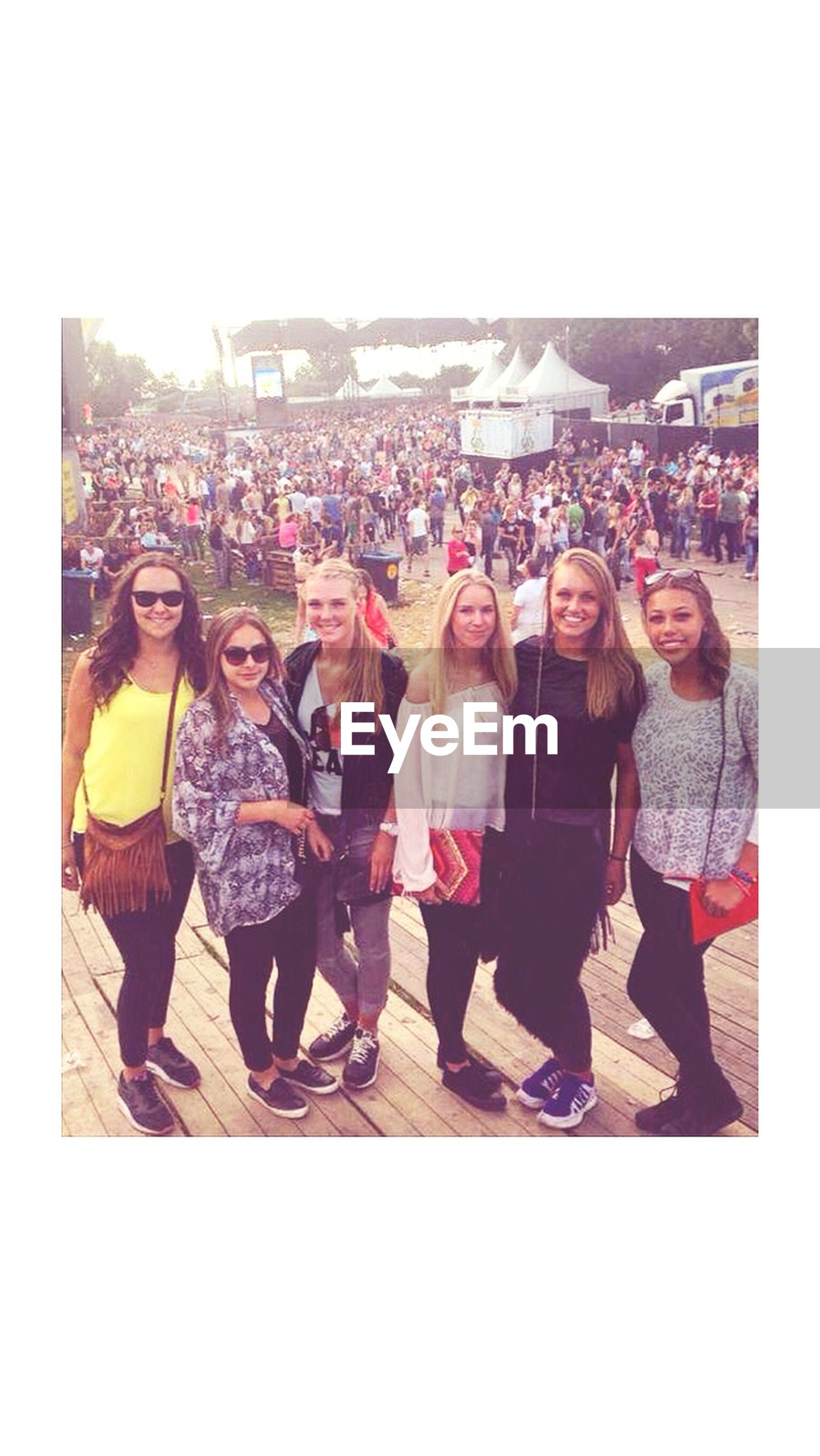 togetherness, lifestyles, bonding, leisure activity, love, friendship, casual clothing, transfer print, happiness, enjoyment, family, fun, large group of people, sibling, person, young women, full length, standing