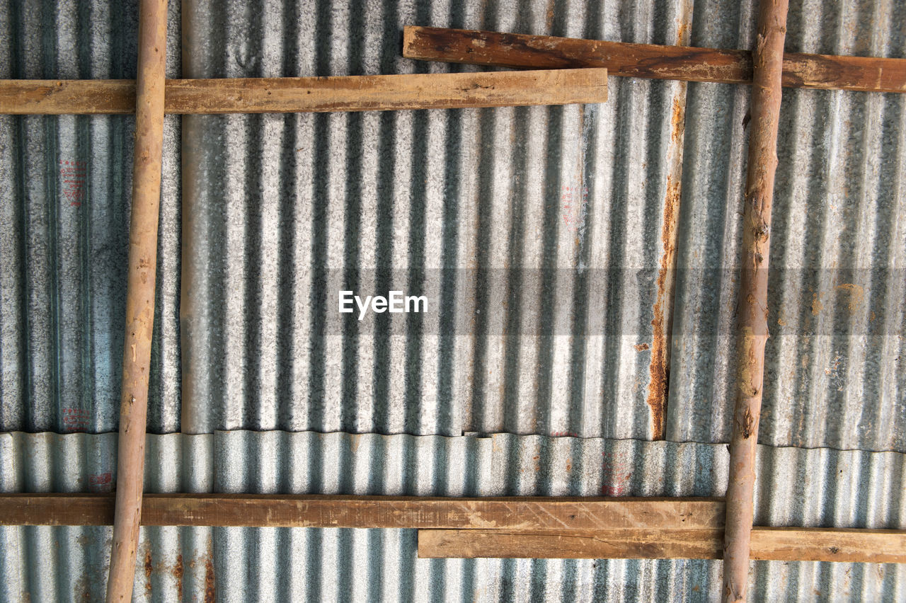 pattern, backgrounds, full frame, no people, close-up, metal, wood - material, textured, indoors, rusty, day, brown, wall - building feature, side by side, built structure, striped, weathered, wood, repetition, iron, corrugated