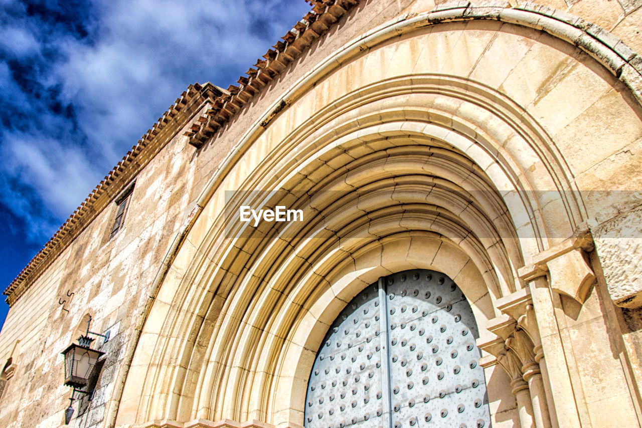 architecture, built structure, building exterior, arch, low angle view, no people, building, day, history, the past, sky, nature, cloud - sky, outdoors, travel destinations, place of worship, city, pattern, sunlight, architectural feature, gothic style, ornate