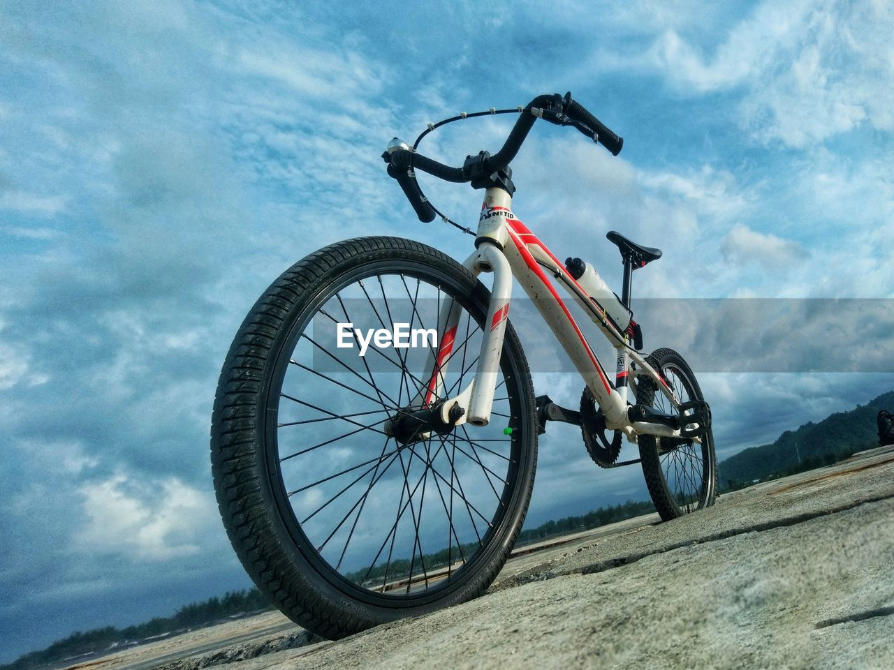 LOW ANGLE VIEW OF BICYCLE WHEEL ON ROAD