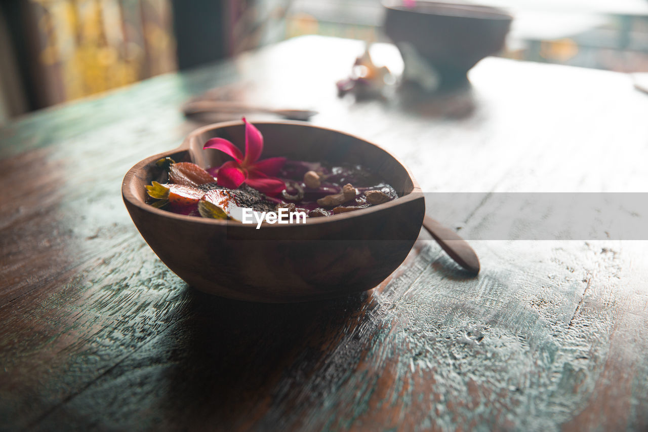 table, close-up, bowl, indoors, focus on foreground, no people, food and drink, freshness, food, day
