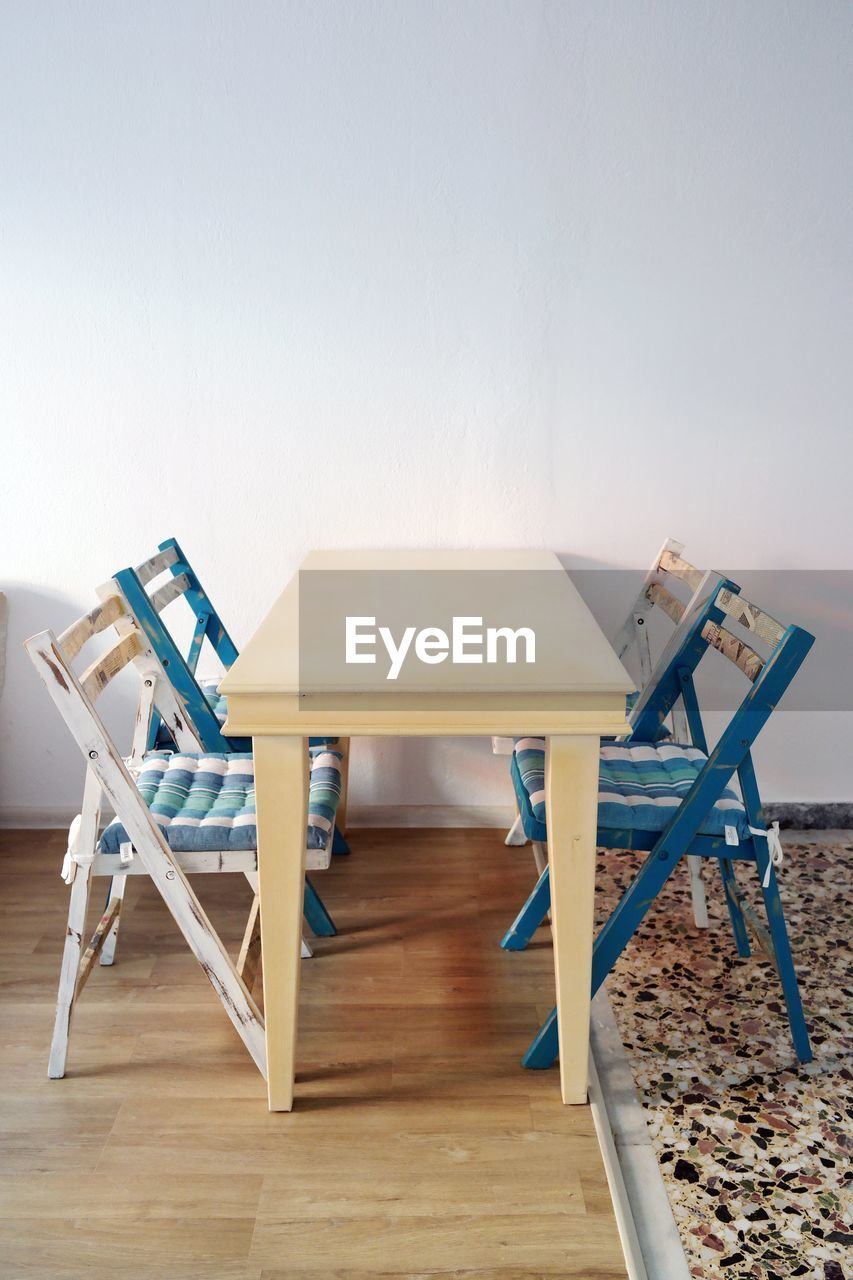 TABLE AND CHAIRS ON HARDWOOD FLOOR