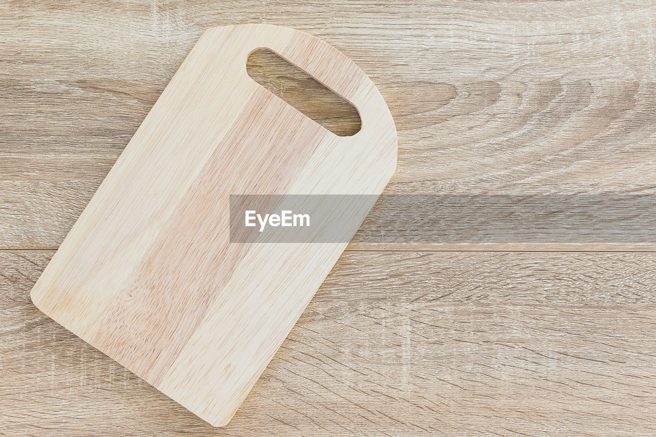 wood - material, indoors, directly above, no people, table, still life, high angle view, cutting board, wood, close-up, wood grain, brown, food and drink, single object, simplicity, pattern, flooring, white color, textured, shape, parquet floor