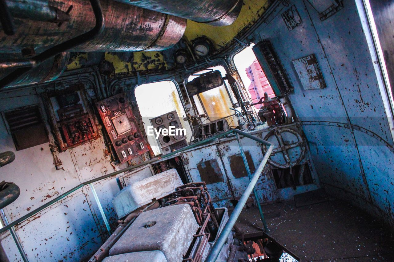 abandoned, damaged, deterioration, ruined, obsolete, run-down, bad condition, messy, destruction, window, dirty, indoors, old ruin, rusty, no people, architecture, day, hospital