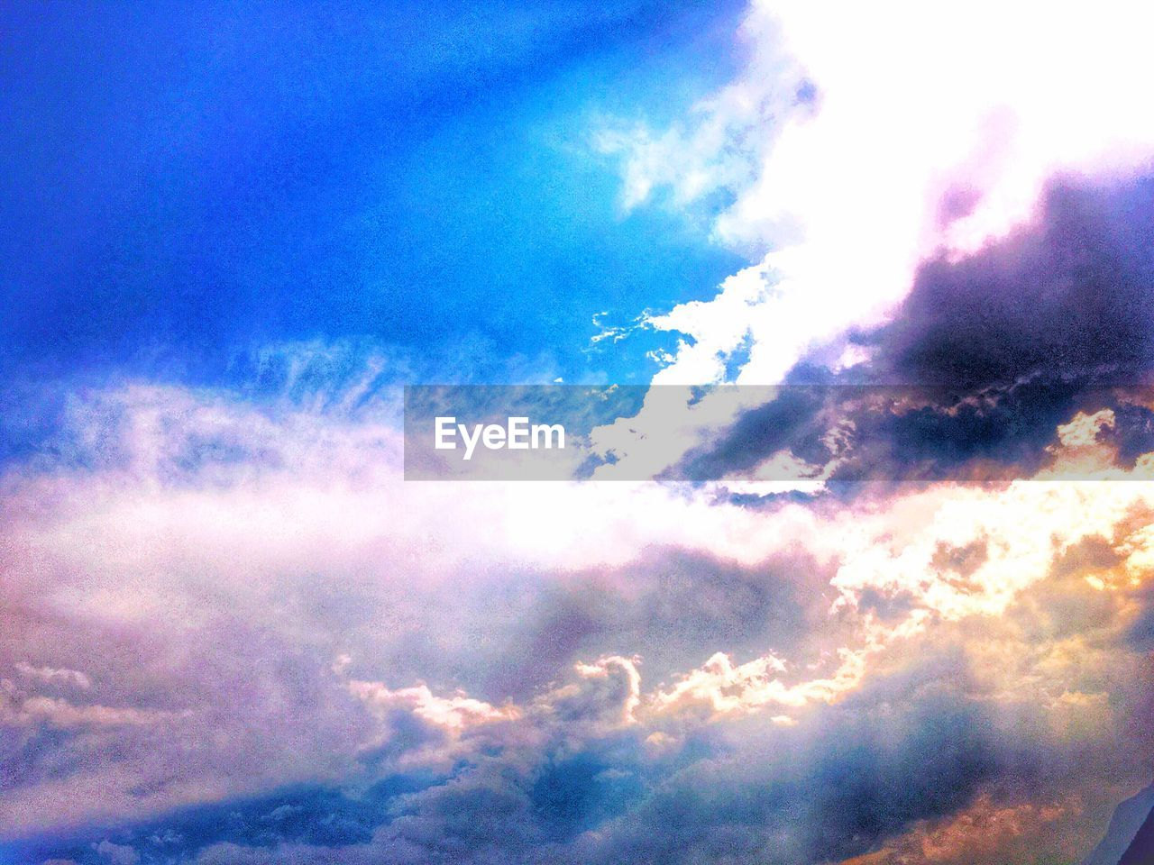cloud - sky, sky, beauty in nature, nature, scenics, low angle view, sky only, cloudscape, atmospheric mood, backgrounds, blue, heaven, tranquil scene, tranquility, majestic, no people, idyllic, outdoors, full frame, day, awe, multi colored