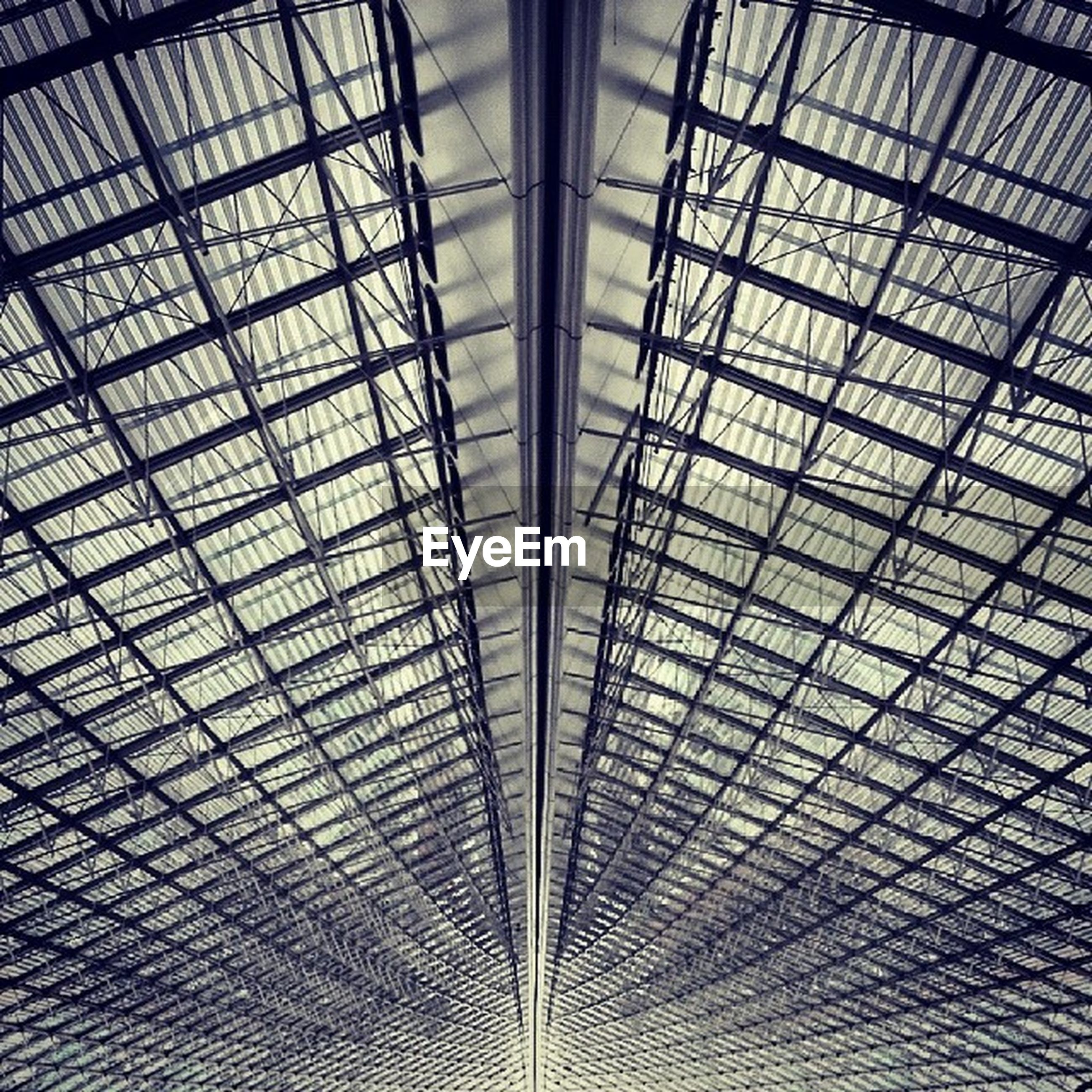 indoors, ceiling, full frame, pattern, architecture, backgrounds, glass - material, built structure, skylight, low angle view, architectural feature, design, interior, transparent, geometric shape, modern, window, no people, grid, day