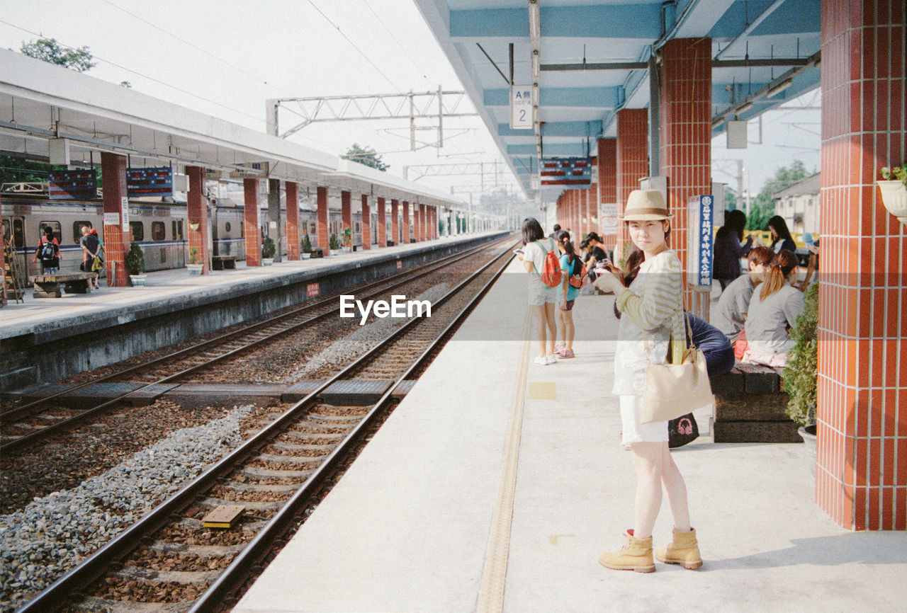 full length, transportation, railroad track, togetherness, adult, women, young adult, men, railroad station platform, day, large group of people, young women, outdoors, people, adults only, city