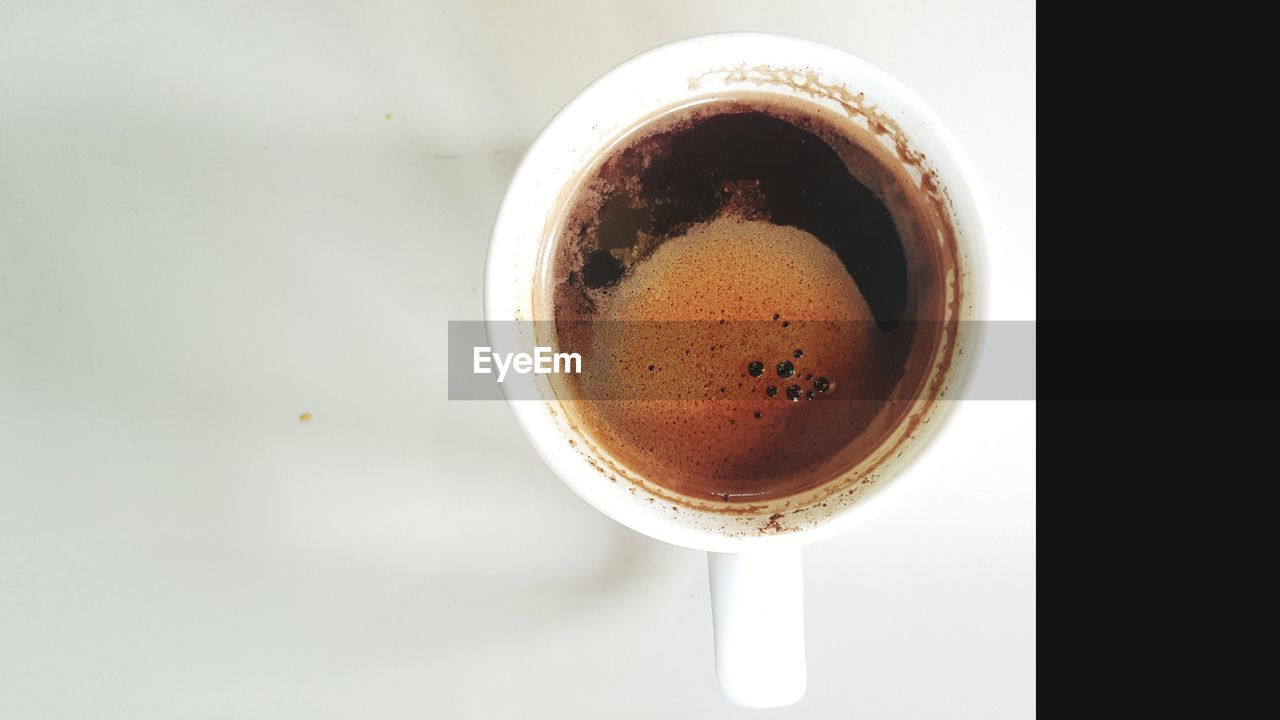 drink, refreshment, coffee, coffee - drink, food and drink, cup, mug, directly above, coffee cup, indoors, still life, freshness, close-up, no people, frothy drink, hot drink, table, food, high angle view, studio shot, non-alcoholic beverage, crockery, tea cup, caffeine