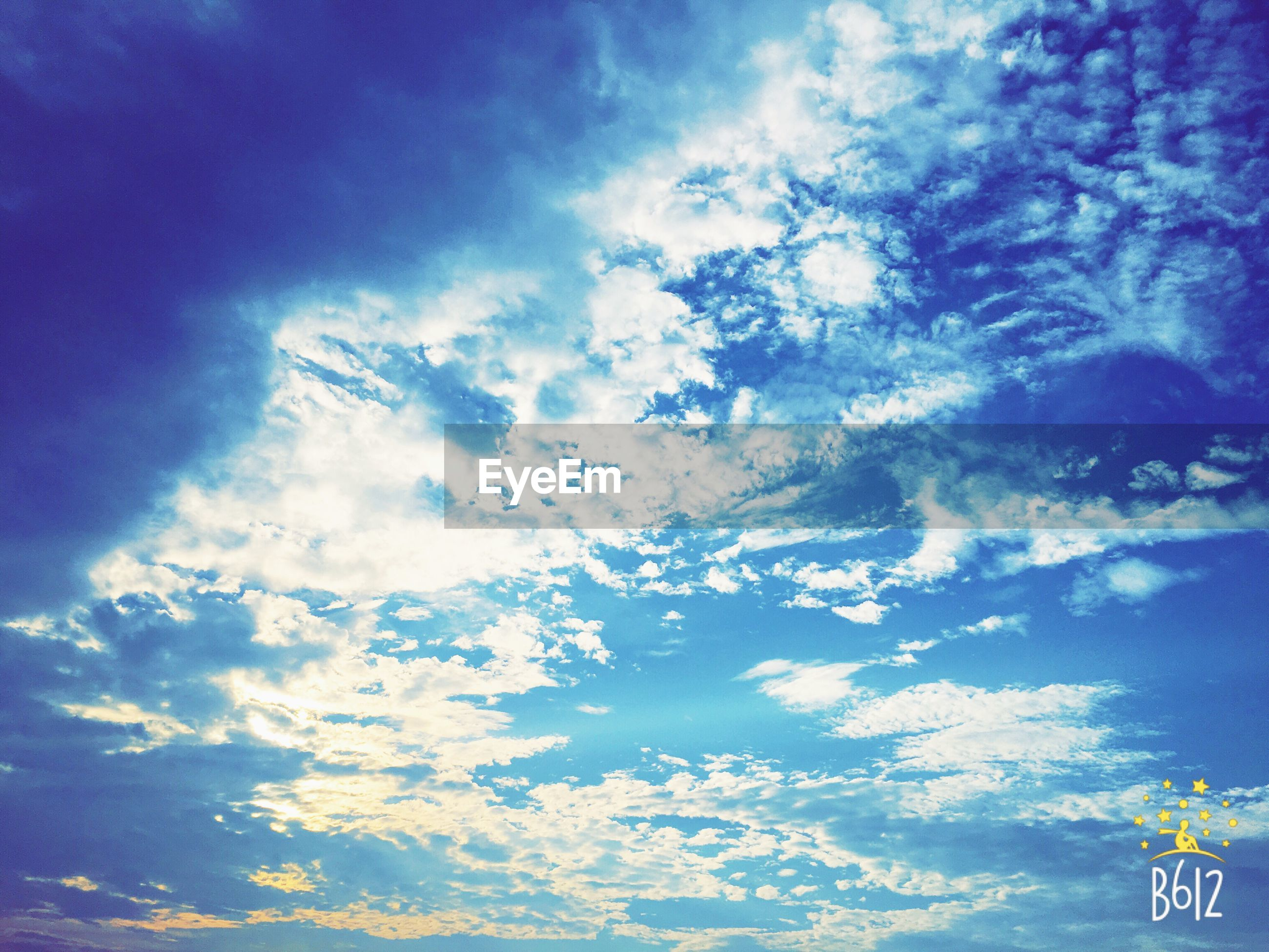 sky, cloud - sky, low angle view, blue, cloudy, cloud, tranquility, beauty in nature, scenics, nature, tranquil scene, outdoors, cloudscape, no people, day, idyllic, weather, white color, backgrounds, sky only