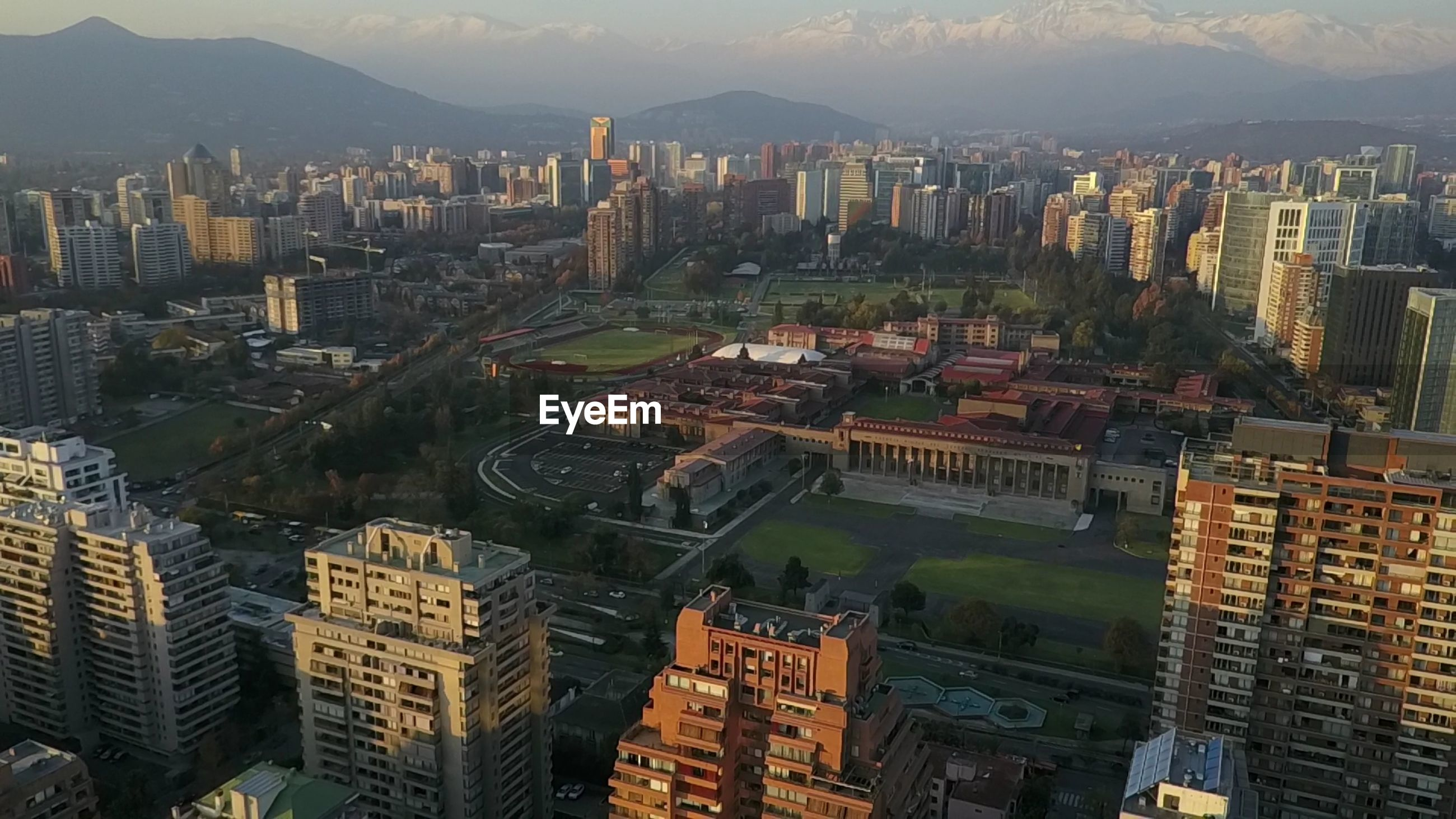 HIGH ANGLE VIEW OF CITYSCAPE AGAINST MOUNTAIN