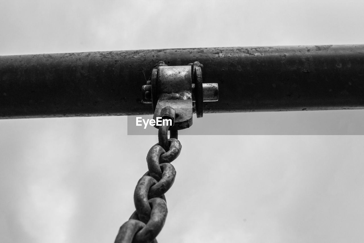 metal, strength, close-up, chain, connection, no people, focus on foreground, day, rusty, outdoors, safety, nature, selective focus, security, pattern, detail, old, equipment, protection, sky