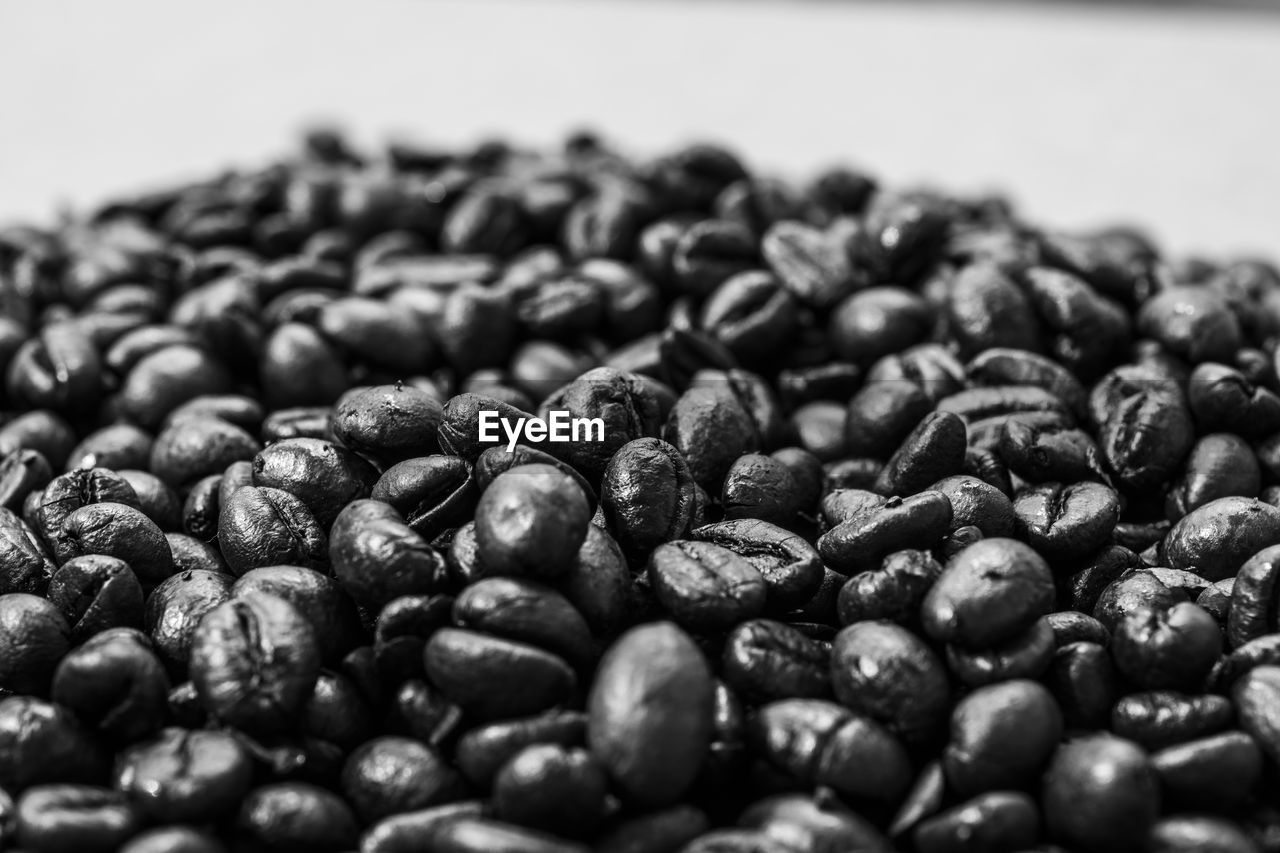 roasted coffee bean, raw coffee bean, coffee bean, food and drink, abundance, large group of objects, no people, close-up, group of objects, selective focus, freshness, food, roasted, indoors, nature, day