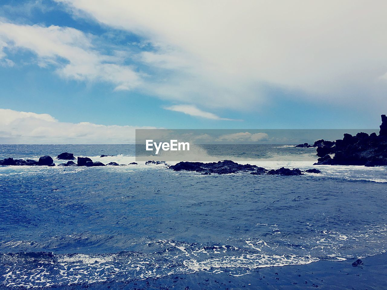 sea, beauty in nature, sky, nature, scenics, horizon over water, water, tranquility, cloud - sky, tranquil scene, outdoors, beach, no people, day, wave, iceberg
