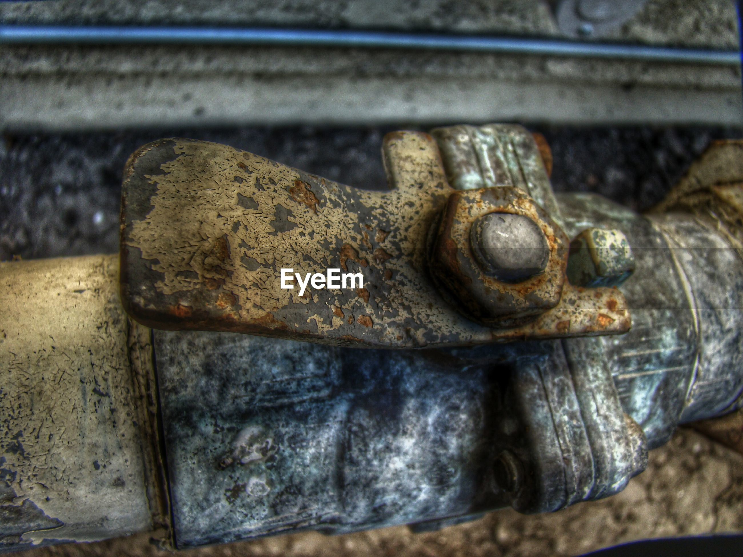 metal, rusty, close-up, old, metallic, deterioration, abandoned, run-down, selective focus, focus on foreground, obsolete, weathered, bolt, indoors, day, damaged, no people, part of, nut - fastener