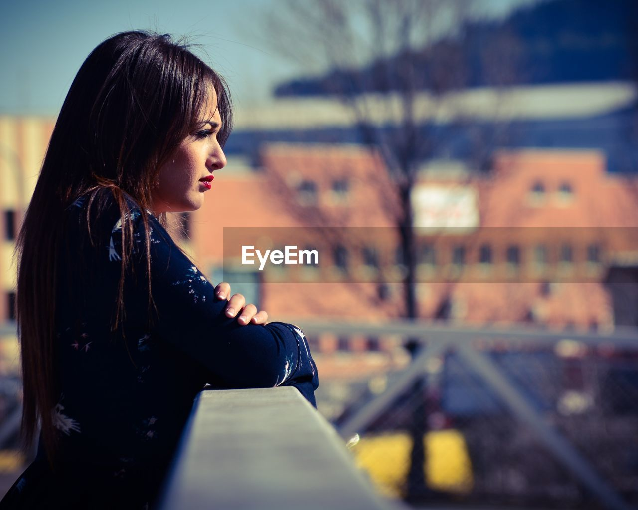 Side view of thoughtful young woman looking away during sunny day