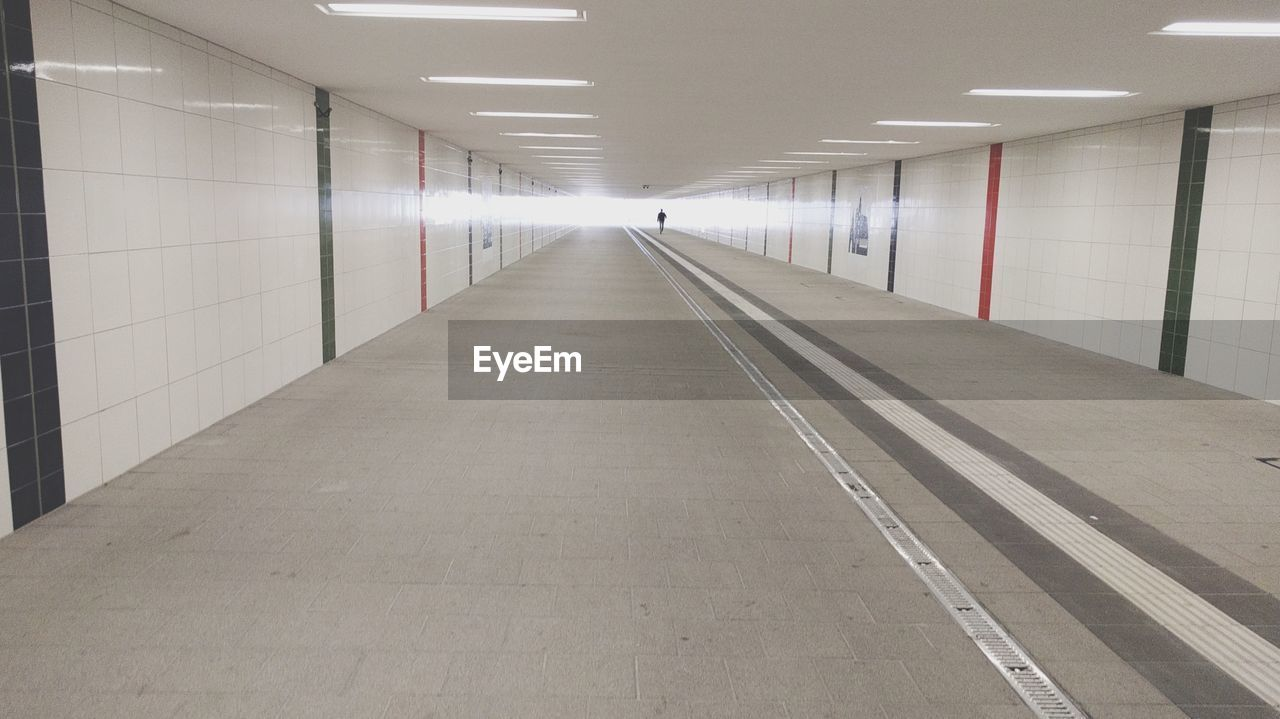 empty, the way forward, indoors, illuminated, transportation, built structure, underground, architecture, no people, day