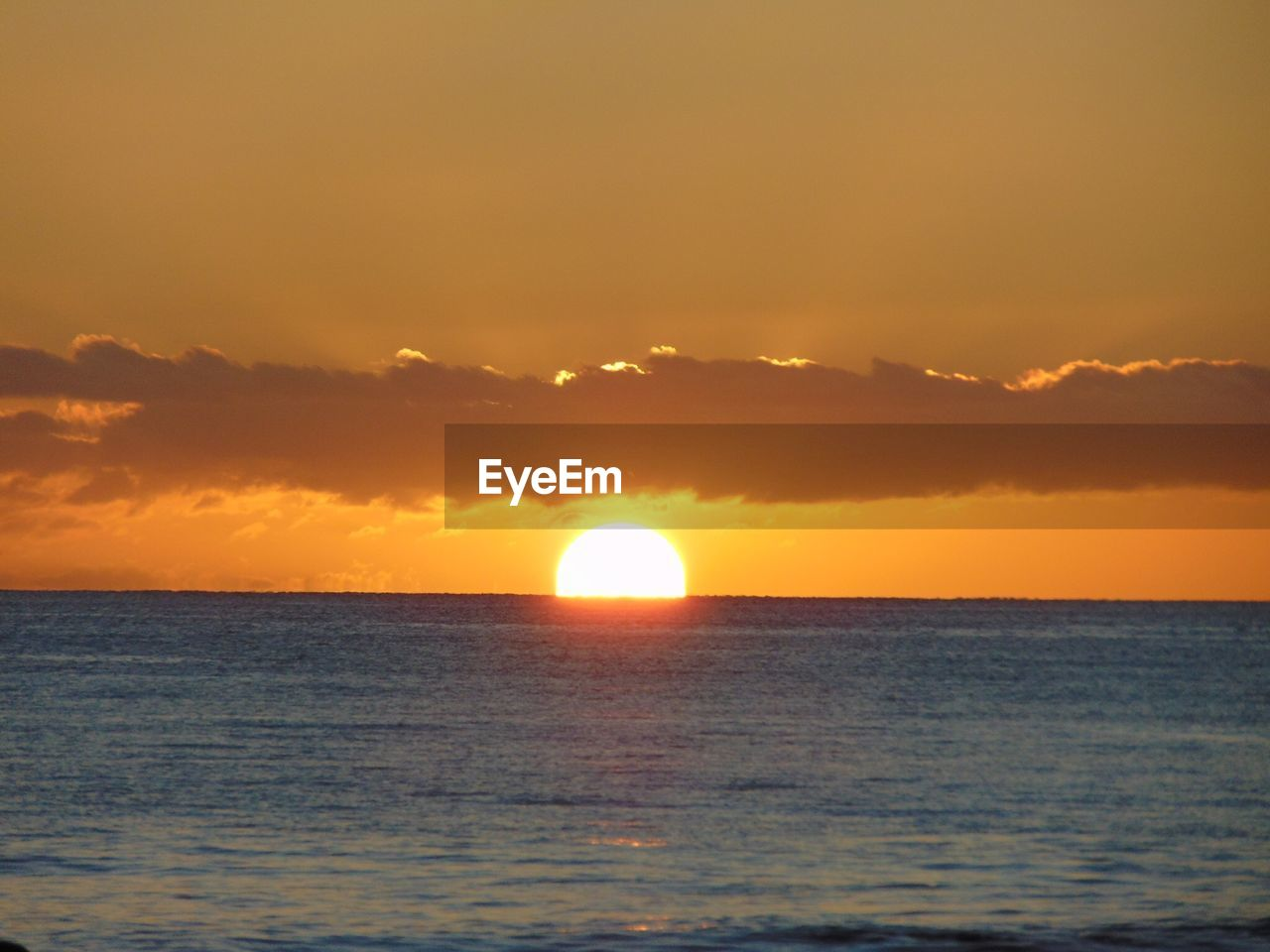 sunset, sea, sun, scenics, beauty in nature, nature, horizon over water, sky, tranquility, tranquil scene, water, idyllic, horizon, silhouette, no people, yellow, outdoors, scenery