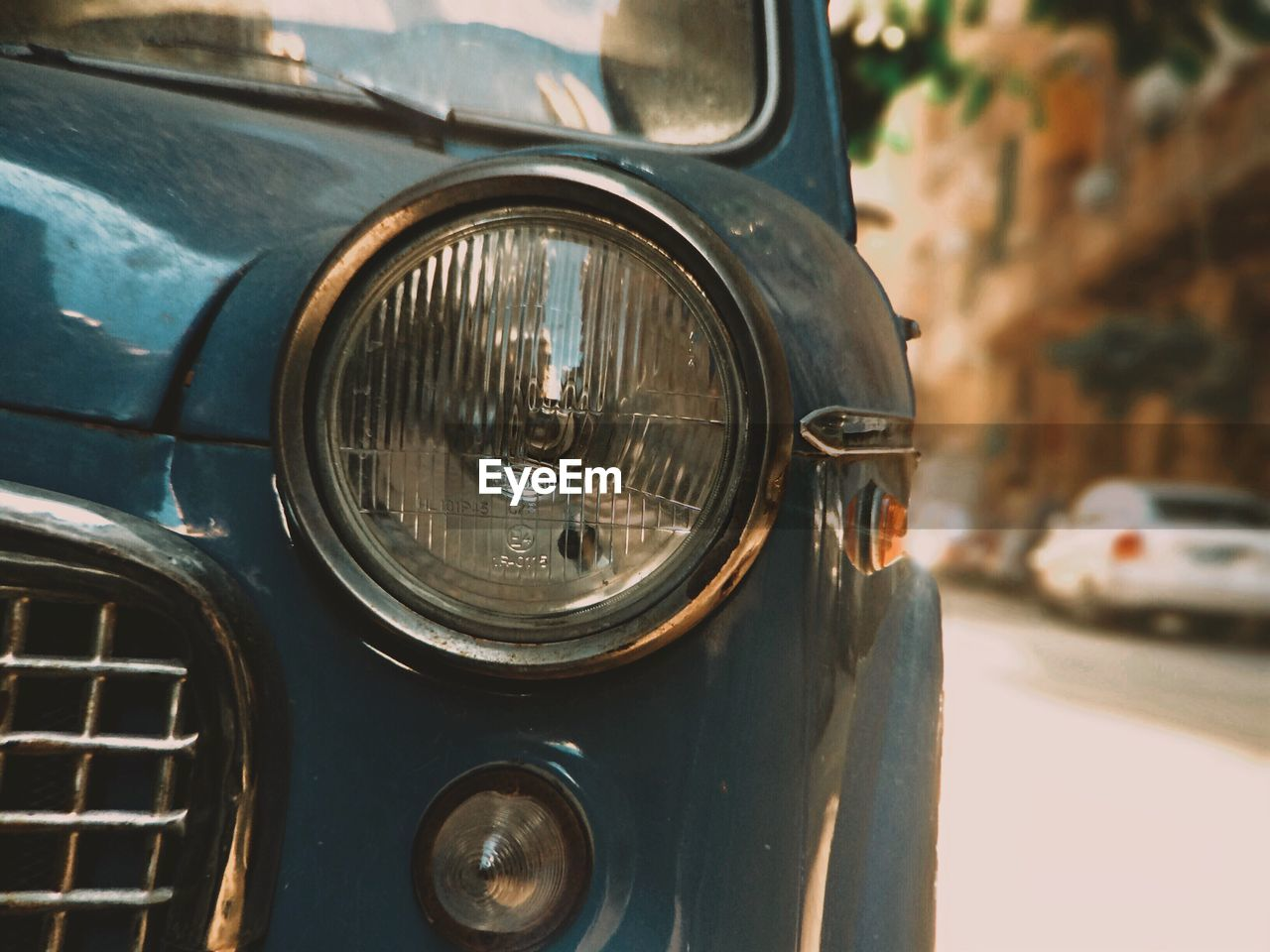 car, land vehicle, transportation, mode of transport, headlight, close-up, day, focus on foreground, outdoors, no people
