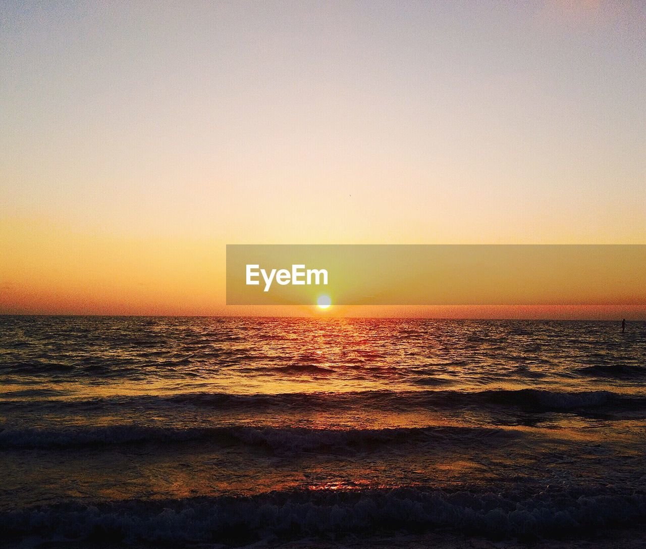 sunset, sea, scenics, beauty in nature, nature, water, horizon over water, tranquil scene, tranquility, sun, sky, idyllic, no people, beach, outdoors, silhouette, waterfront, wave, travel destinations, clear sky