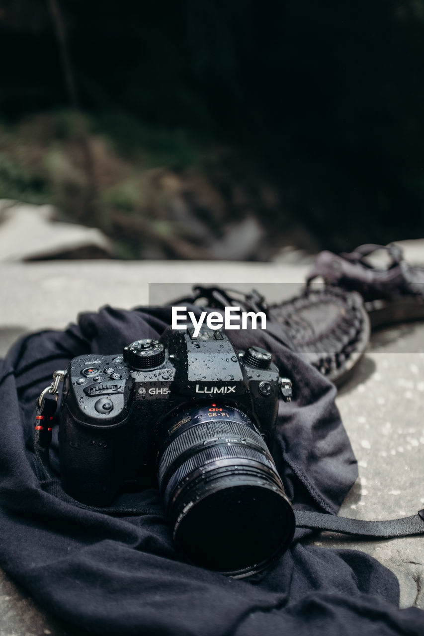 CLOSE-UP OF CAMERA PHOTOGRAPHING ON MOBILE PHONE