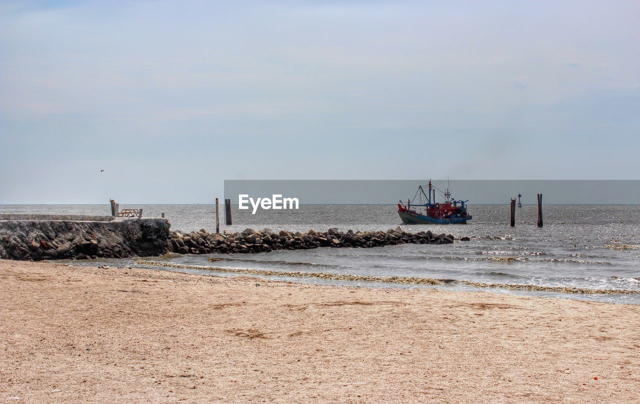 sea, water, sky, nautical vessel, land, horizon over water, beach, horizon, transportation, mode of transportation, scenics - nature, nature, day, beauty in nature, no people, outdoors, tranquility, sand, motion