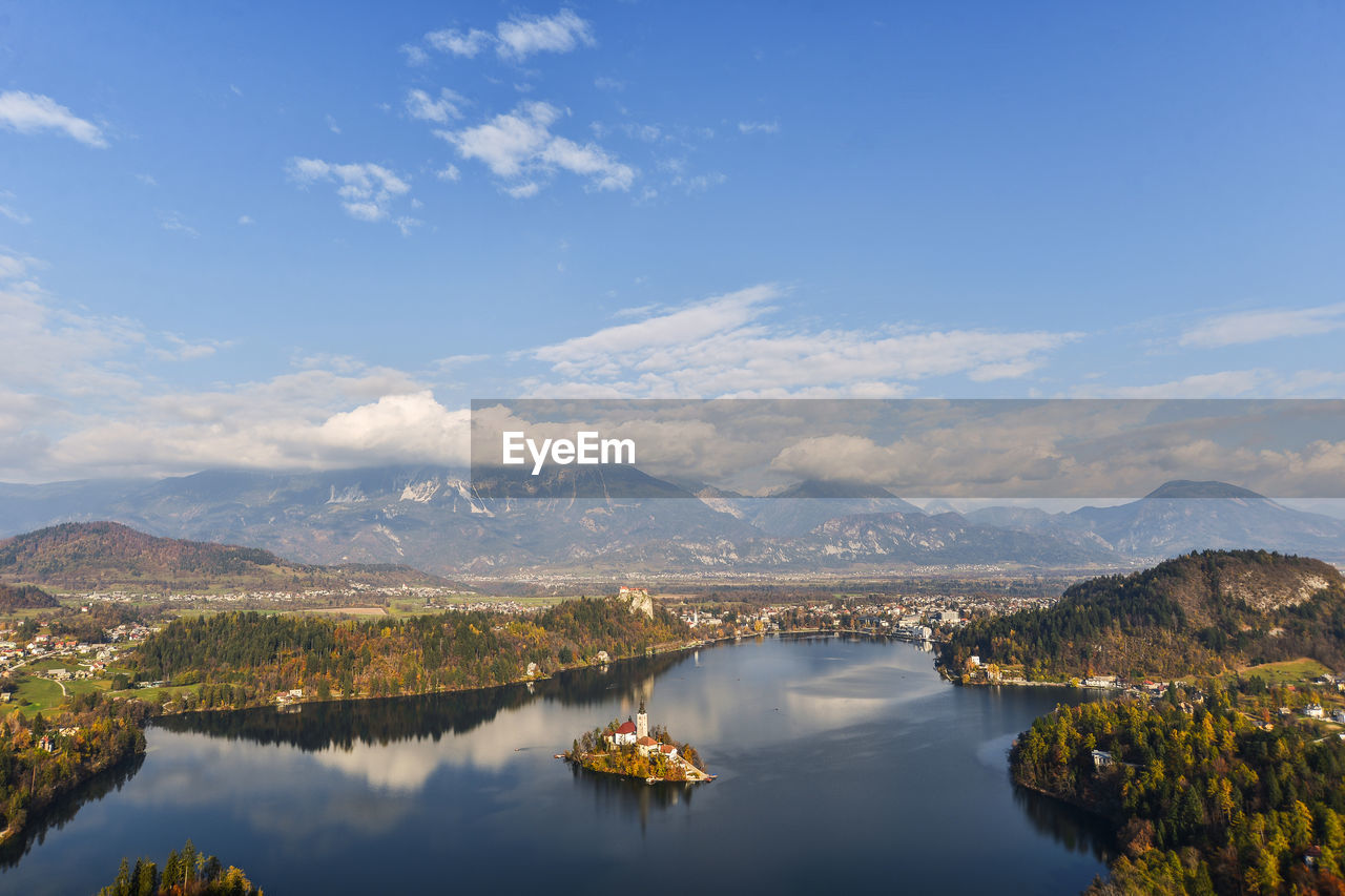 AERIAL VIEW OF LAKE AND MOUNTAINS AGAINST SKY