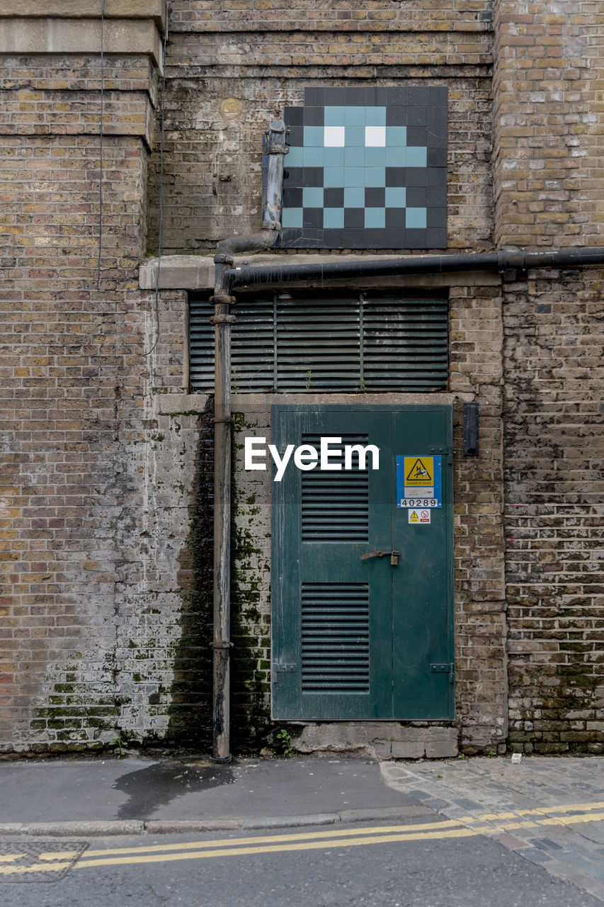 door, architecture, built structure, building exterior, no people, day, outdoors