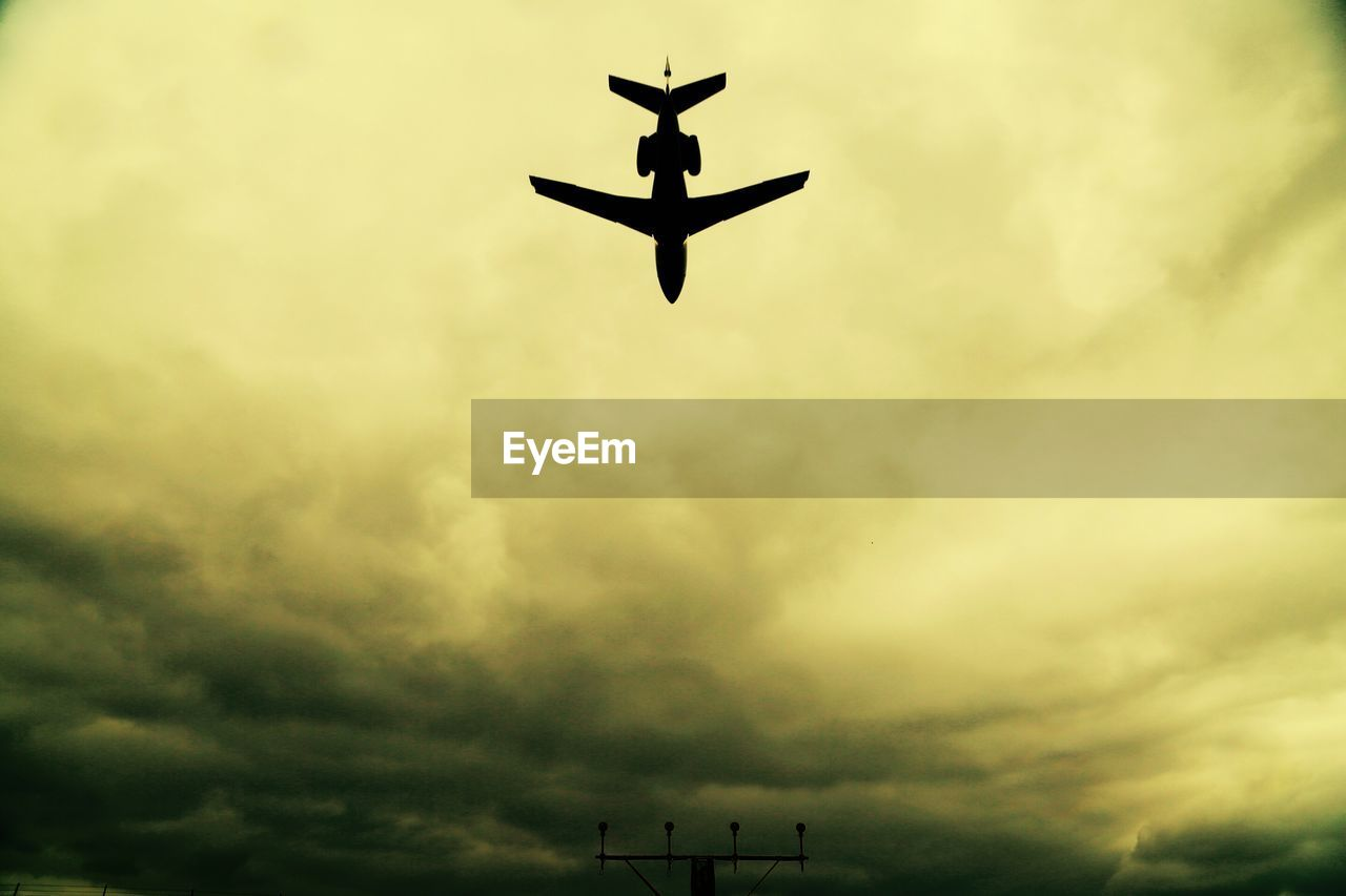 cloud - sky, sky, low angle view, no people, silhouette, nature, airplane, transportation, flying, air vehicle, mid-air, outdoors, mode of transportation, day, overcast, on the move, dusk, motion, beauty in nature, directly below