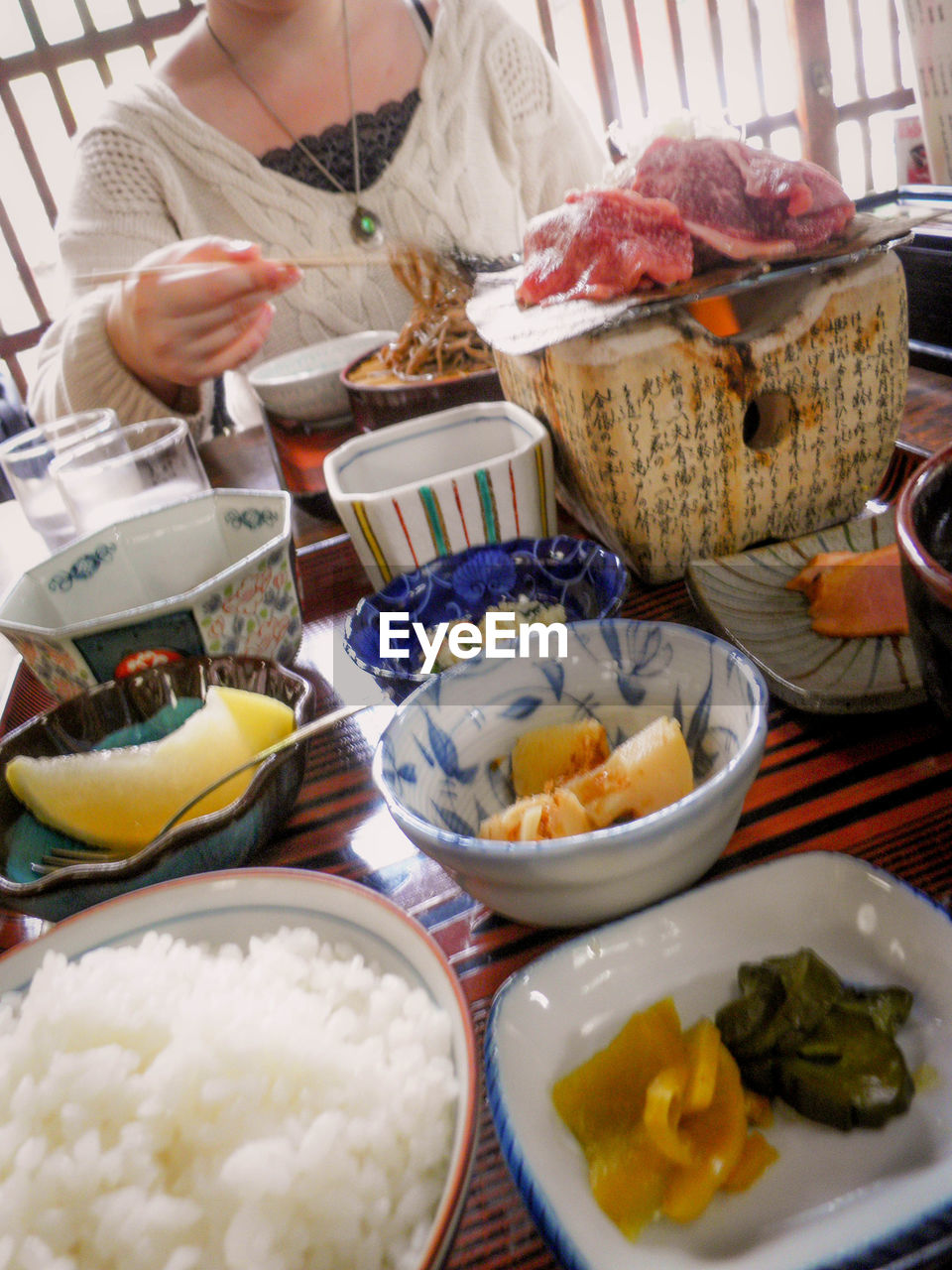 food, food and drink, plate, bowl, ready-to-eat, table, real people, indoors, meal, variation, freshness, one person, healthy eating, human hand, close-up, day, people