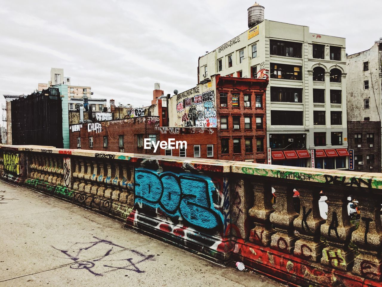 graffiti, architecture, built structure, building exterior, outdoors, day, no people, multi colored, sky, city