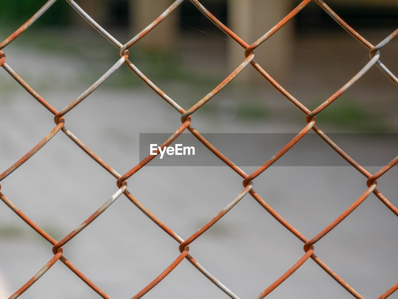 FULL FRAME SHOT OF CHAINLINK FENCE SEEN THROUGH METAL WIRE