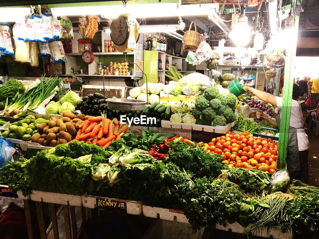vegetable, market, healthy eating, food, retail, freshness, variation, food and drink, market stall, choice, cabbage, abundance, for sale, large group of objects, organic, farmer market, incidental people, raw food, arrangement, price tag, cauliflower, day, tomato, fruit, heap, green color, healthy lifestyle, lettuce, outdoors, stack, artichoke, pumpkin