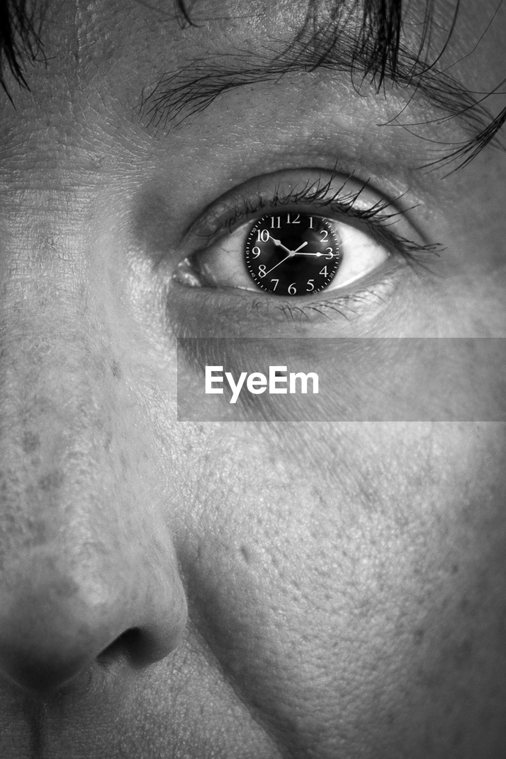 human eye, eyelash, close-up, eyesight, extreme close-up, looking at camera, part of, portrait, sensory perception, full frame, human face, human skin, extreme close up, iris - eye, eyebrow, indoors, eyeball