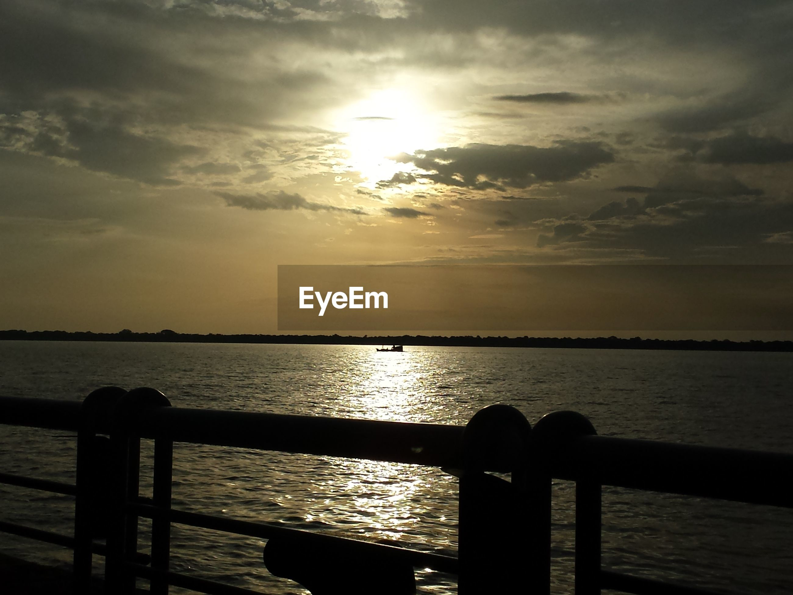 water, sunset, sea, sky, tranquility, tranquil scene, railing, scenics, sun, beauty in nature, silhouette, pier, horizon over water, nature, idyllic, cloud - sky, sunlight, wood - material, jetty, rippled