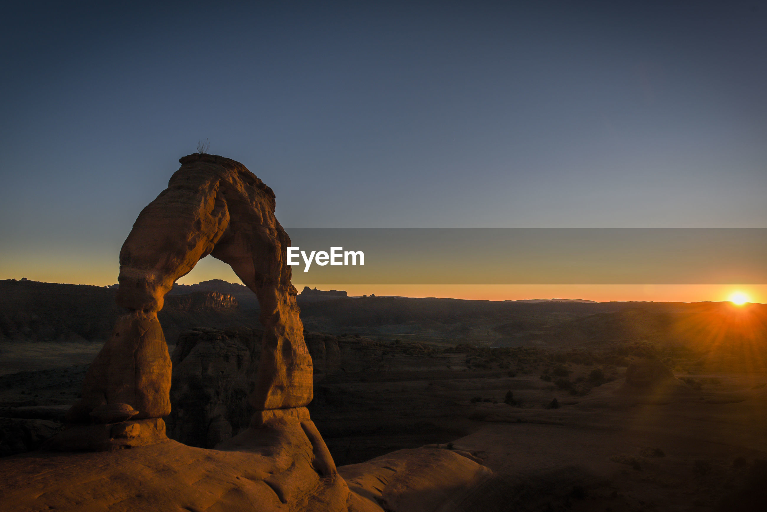 Sunset on delicate arch.