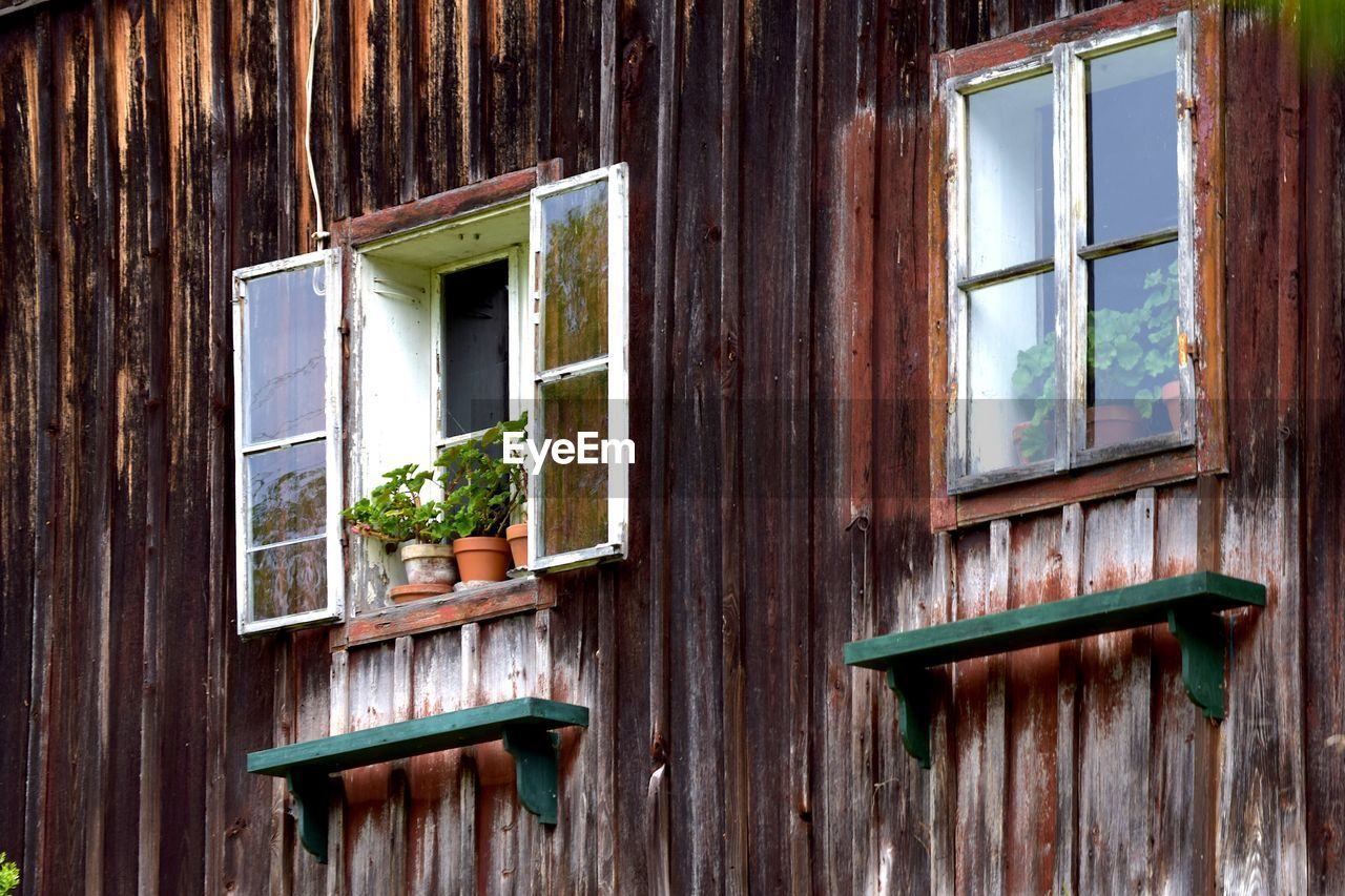 window, architecture, built structure, wood - material, no people, day, building exterior, house, building, glass - material, old, outdoors, plant, close-up, reflection, green color, nature, residential district, brown, window frame