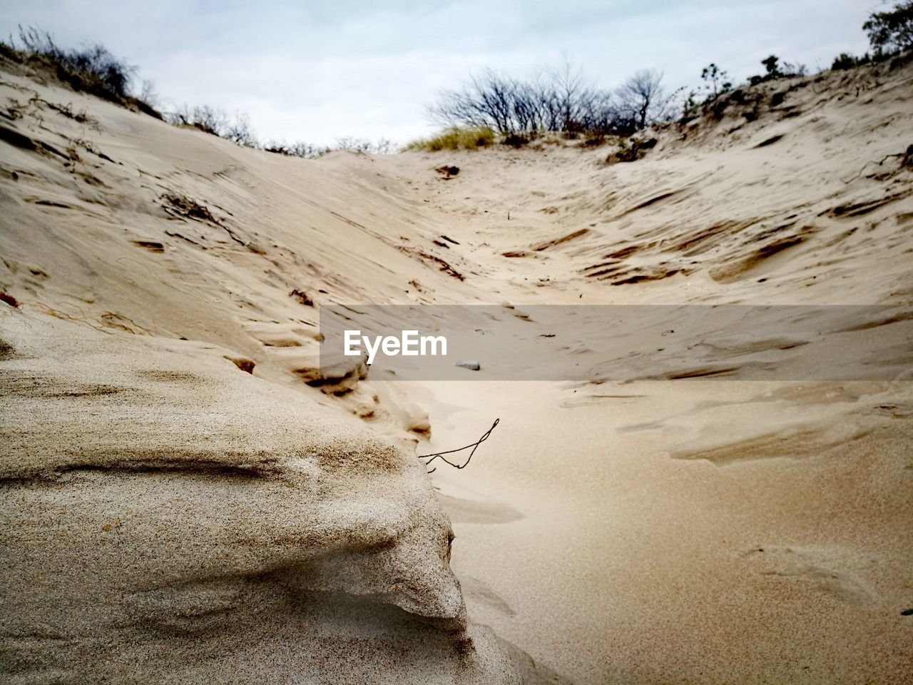 nature, outdoors, sand, day, tranquil scene, tranquility, no people, sand dune, landscape, beauty in nature, scenics, sky, beach, desert